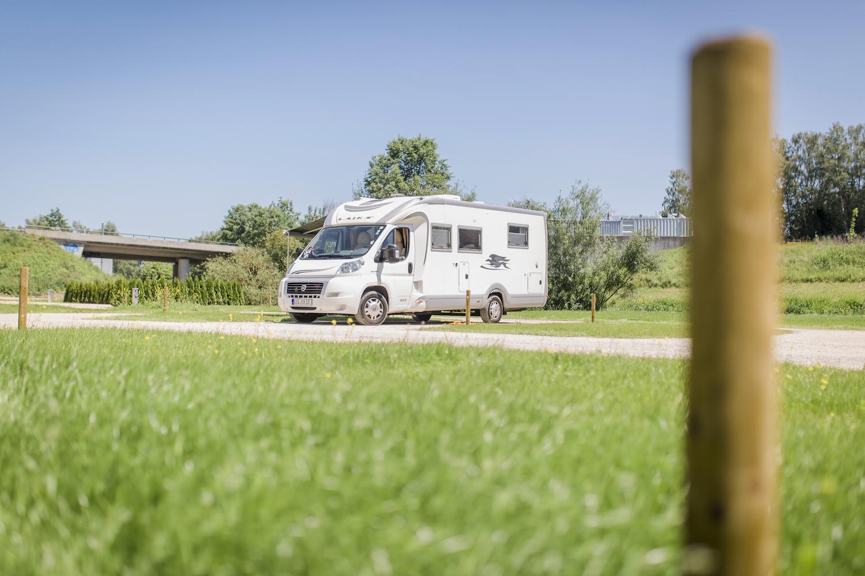 Campingplatz, im Grünen, Wohnmobil, großflächig, einfaches Parken