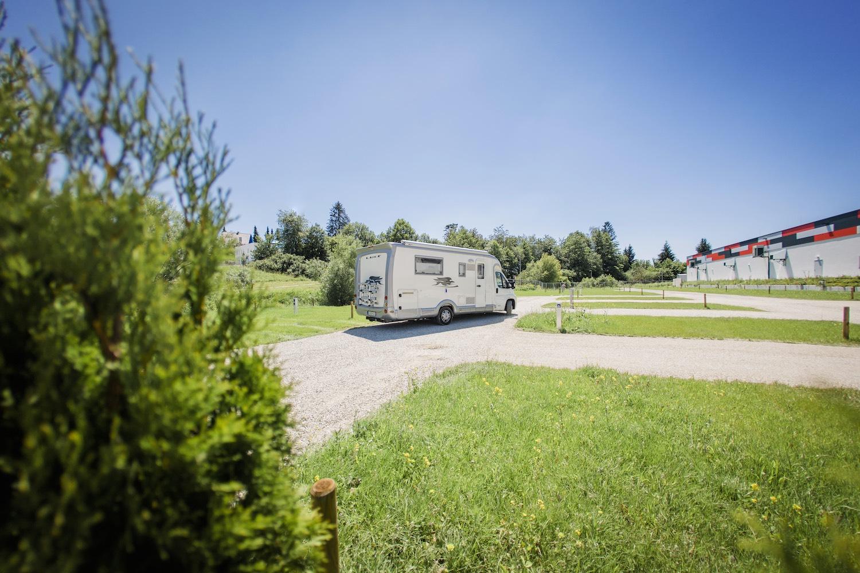 Campingplatz, Wohnmobil, großflächig, im Grünen, Natur,