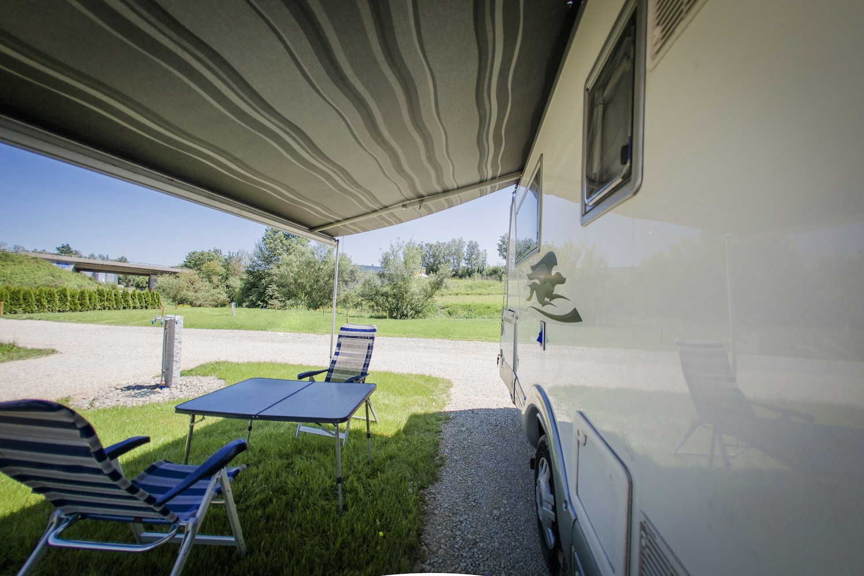 Campingplatz, im Grünen, Wohnmobil, großflächig, Rasen