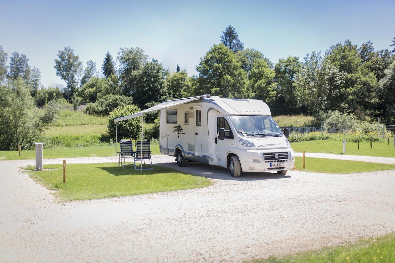 Campingplatz, im Grünen, Wohnmobil, großflächig
